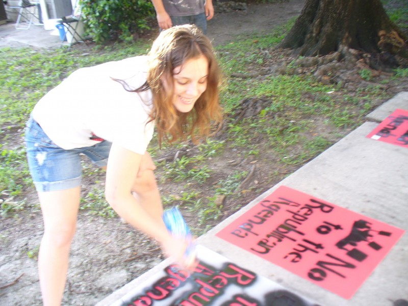 Students make signs for RNC August 27 protest | Fight Back!