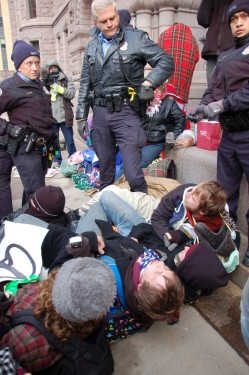Minneapolis police removing occupiers from tents at City Hall