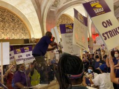 Hundreds of strikers takeover building that houses Chicago City Hall