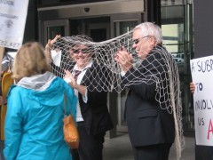"""FBI agents"" caught in their own net at street theater"