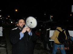 Hatem Abudayyeh of US Palestinian Community Network leading chants on the picket