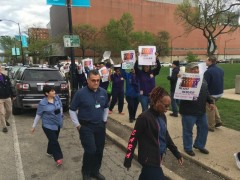 UIC workers picket on May 1.
