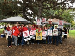 WAMM stands with striking nurses