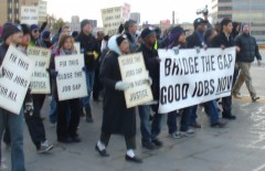 Jobs march on Minneapolis bridge