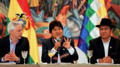 Evo Morales (center)