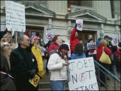 Protest to defend public sector unions at Ohio statehouse