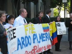 Photo of protesters against the trial of Ricardo Palmera.