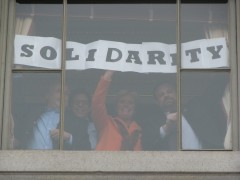 "From inside the capital, workers displayed message ""SOLIDARITY!"""