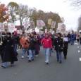 Huelgistas marchan en el campus de San Pablo de la U de Minnesota