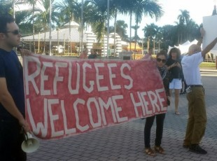 """Miami protest says """"Refugees welcome here!"""""""