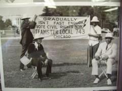 Miembros de Teamsters Local 743 frente a la Casa Blanca, 28 de agosto, 1963.