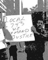 Hombre con pancarta exige justicia