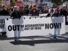 """La manta proclama """"EEUU fuera de Afganistan ya!"""""""