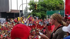 "Gabriella Killpack chants ""No más Trump!"" at Caracas rally"