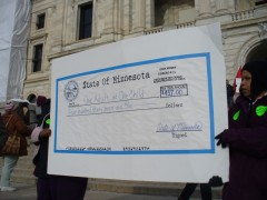 Members of Welfare Rights Committee protest, demand the raise of grants.