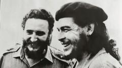 Black and white photograph of Fidel Castro with Che Guevara.