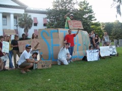 Students and Vets for Peace protest outside the Old Capital Building in Tallahas