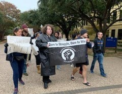 Texas students march to defend immigrant rights.