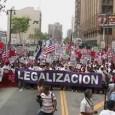 """Una marcha enorme. Una pantera grande que dice """"Legalizacion"""""""